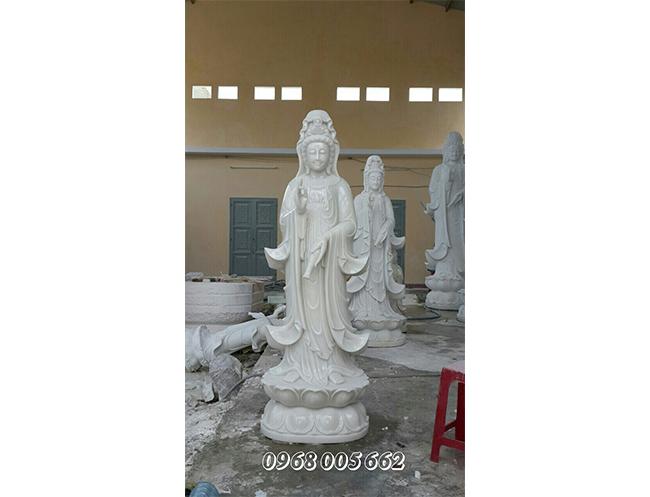 Những mẫu tượng Phật Quan Âm nhỏ được điêu khắc một cách khéo léo, tinh tế, đậm chất phong thủy.