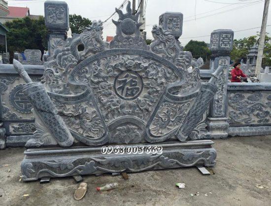 Cuốn thư đá được đặt ngay cổng lăng mộ