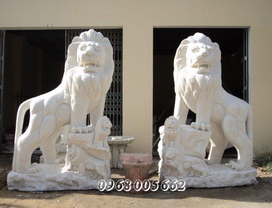 Việc sử dụng tượng sư tử đá bắt nguồn từ văn hóa phương Đông