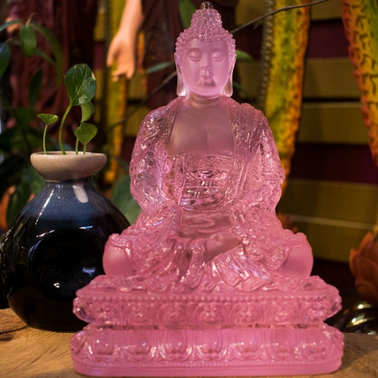 Tượng Phật bằng đá lưu ly