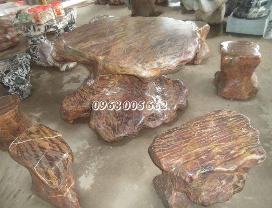 Bàn ghế đá nguyên khối được chế tác từ đá tự nhiên nguyên khối